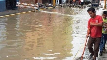 Aguas servidas inundan calles y casas en Urb. Bolognesi en distrito chiclayano JLO