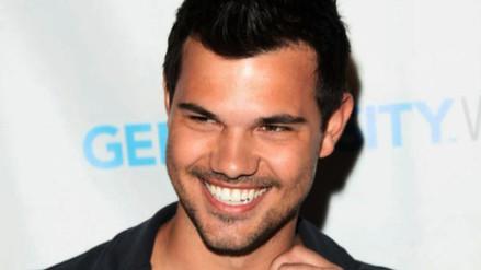 Taylor Lautner promete curar nuestras heridas en Scream Queens
