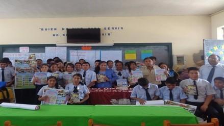 Escritores lambayecanos donan libros a colegio de Pomalca