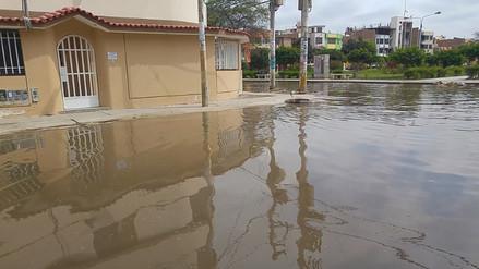 Calles inundadas por colapso de desagües en distrito José Leonardo Ortiz
