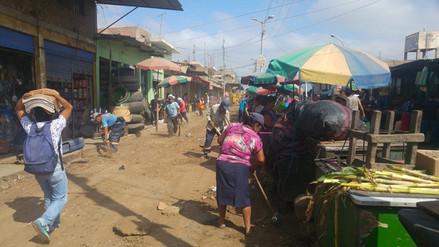 Campaña de limpieza en segundo sector del mercado Moshoqueque