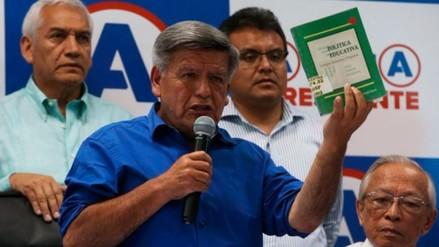 César Acuña cambió de versión y dijo no ser coautor de libro Política Educativa