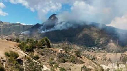 """Después de 20 horas sofocan incendio en el """"Perfil de Cristo"""" en Bambamarca"""
