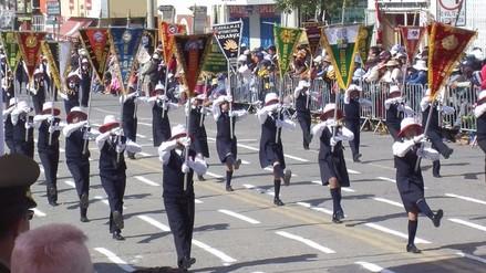 Huancayo: colegios Pachacutec y Enma Calle se imponen en desfile escolar