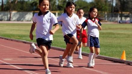 ¿Por qué es bueno practicar atletismo en edad escolar?