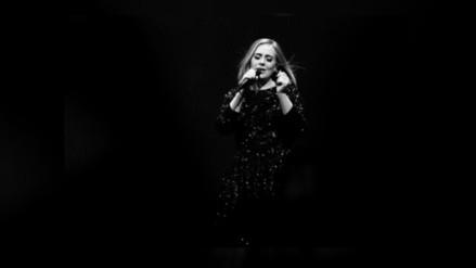 Twitter: Adele besó a un fan durante show
