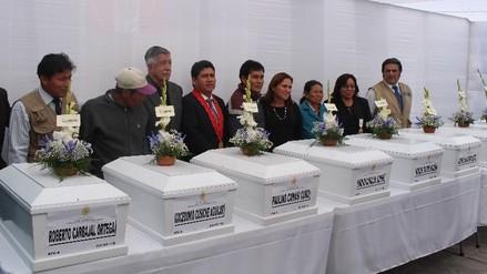 Ministerio Público entrega restos óseos de víctimas del terrorismo