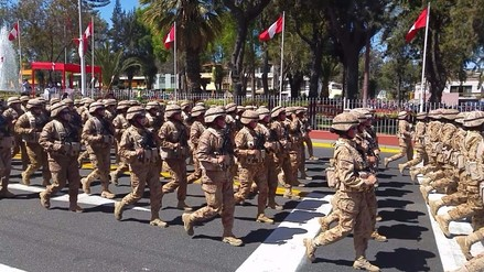 Realizan desfile cívico y militar por Fiestas Patrias