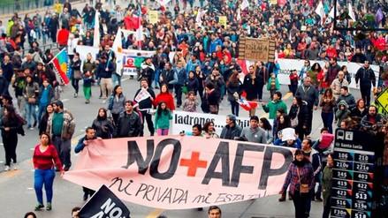 Chile: Cientos de miles marchan exigiendo el fin de las AFP