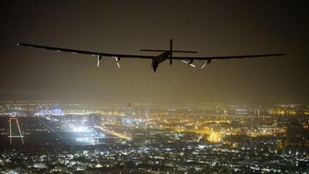 El avión solar llegó a Abu Dabi y completó así su vuelta al mundo