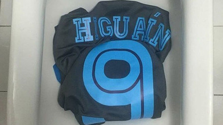 Gonzalo Higuaín  fanáticos del Nápoli lo repudian tras pase a Juventus cecd5b313870a
