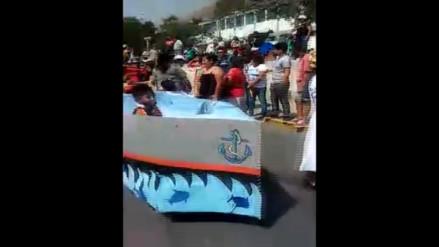 Huarochirí: niños esperaron desfile cívico por horas bajo el sol