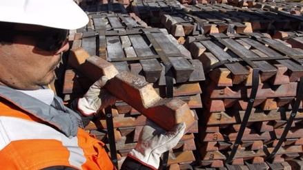 Cobre cae a nivel más bajo de 15 días por repunte minero en Perú