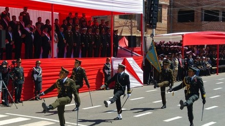 Puno celebra con desfile cívico militar aniversario patrio