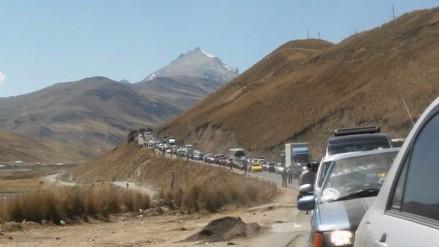Carretera Central: congestión vehicular genera malestar en viajeros
