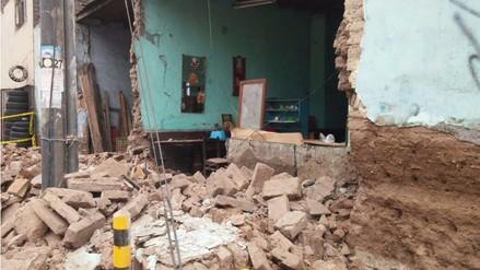 Lima: Dos familias salvan de morir tras derrumbe de pared