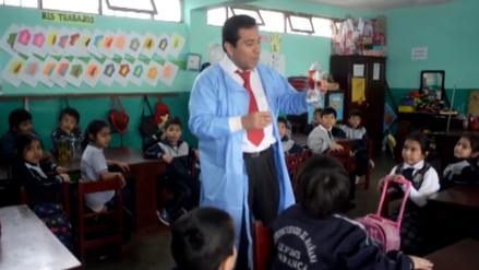 Conoce al maestro de Barranca que deja huella enseñando ciencia divertida
