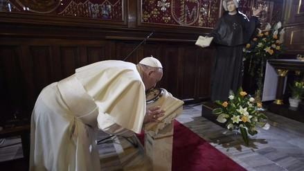 El papa rezó a beatos muertos en Perú y pide que terroristas cambien