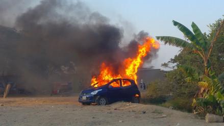 Enardecidos pobladores queman vehículo de presuntos abigeos en Mórrope