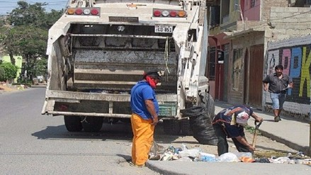 Obreros de limpieza pública exigen aumento de 30 soles diarios