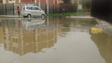 Colapso de aguas de desagüe afecta a más de cien familias de Urb. Miraflores