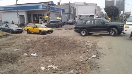 San Luis: Vehículos circulan con dificultad y se atascan por obra