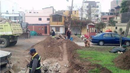 Ate: Destruyen parque para ampliar estacionamiento