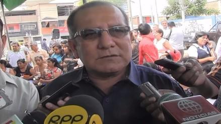 Alcalde de Castilla se defiende ante críticas por mural con su imagen