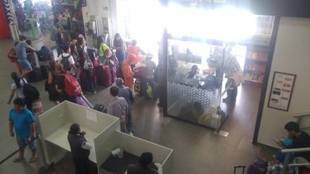 Más de 100 pasajeros se quedan varados por cancelación de vuelos