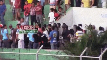 Pucallpa: hincha que cayó de tribuna permanece hospitalizado