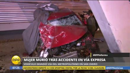 Mujer muere tras despiste de vehículo que invadió vía del Metropolitano