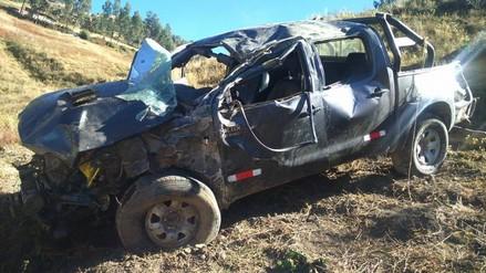 Julcán: camioneta vuelca y deja dos muertos y siete heridos