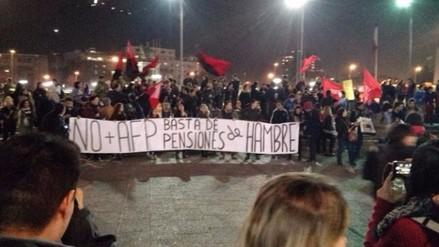 FOTOS. Chilenos participan en cacerolada exigiendo fin de las AFP