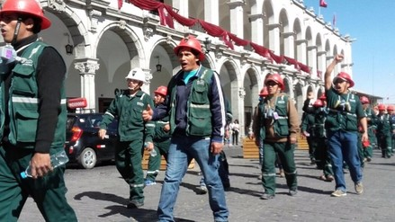Mineros de Chorunga protestaron en Plaza de Armas de Arequipa