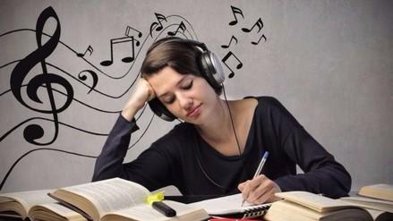 ¿Es recomendable estudiar mientras escuchas música?