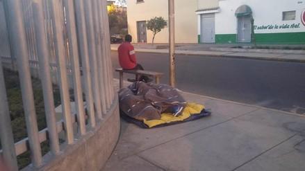 Pernoctan en calles por donde pasará el Corso de la Amistad
