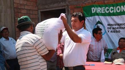 Entregan toneladas de semillas de arroz y maíz a agricultores