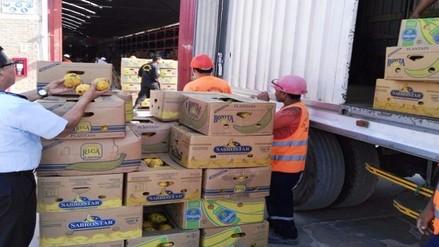 Decomisan más de siete toneladas de fruta fresca de contrabando