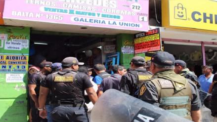 Municipio multa a cuatro establecimientos por encubrir a ambulantes
