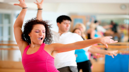 Video: Zumba, la rutina fitness preferida de Cayetana Aljovín