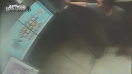 YouTube: hombre que iba en un ascensor sufrió una caída desde el piso 30