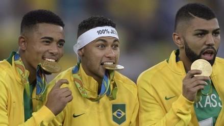 Río 2016: la fiesta de Neymar en el podio tras recibir el oro olímpico