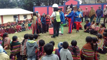 Niños de la zona andina de Cueva Blanca recibieron ropa de abrigo, juguetes y alimentos
