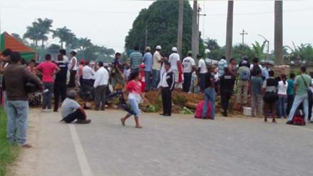 Pobladores de Juanjuí bloquean carretera Belaunde Terry