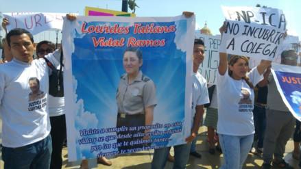 Trujillo: con marcha y plantón exigen justicia por muerte de mujer policía