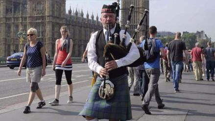 Músico de Gran Bretaña muere por no limpiar regularmente su gaita