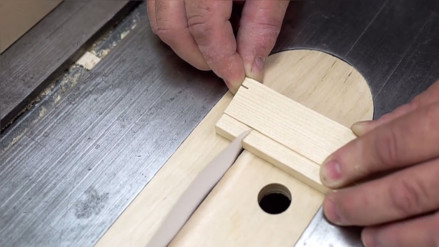 YouTube: ¿Es posible cortar madera con una hoja de papel?