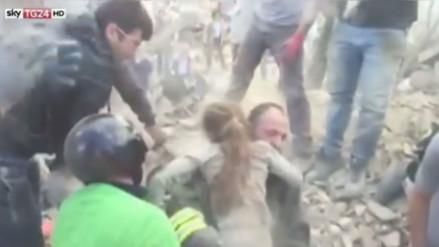YouTube: rescatan a niña en Italia tras permanecer 16 horas bajo los escombros