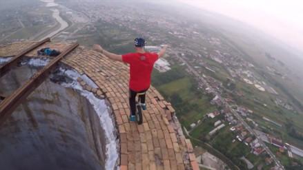 YouTube: la temeraria acción de unos malabaristas a 250 metros de altura