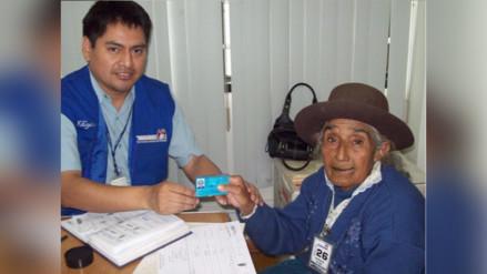 Adultos mayores realizan trámites gratuitos para obtener DNI en Reniec